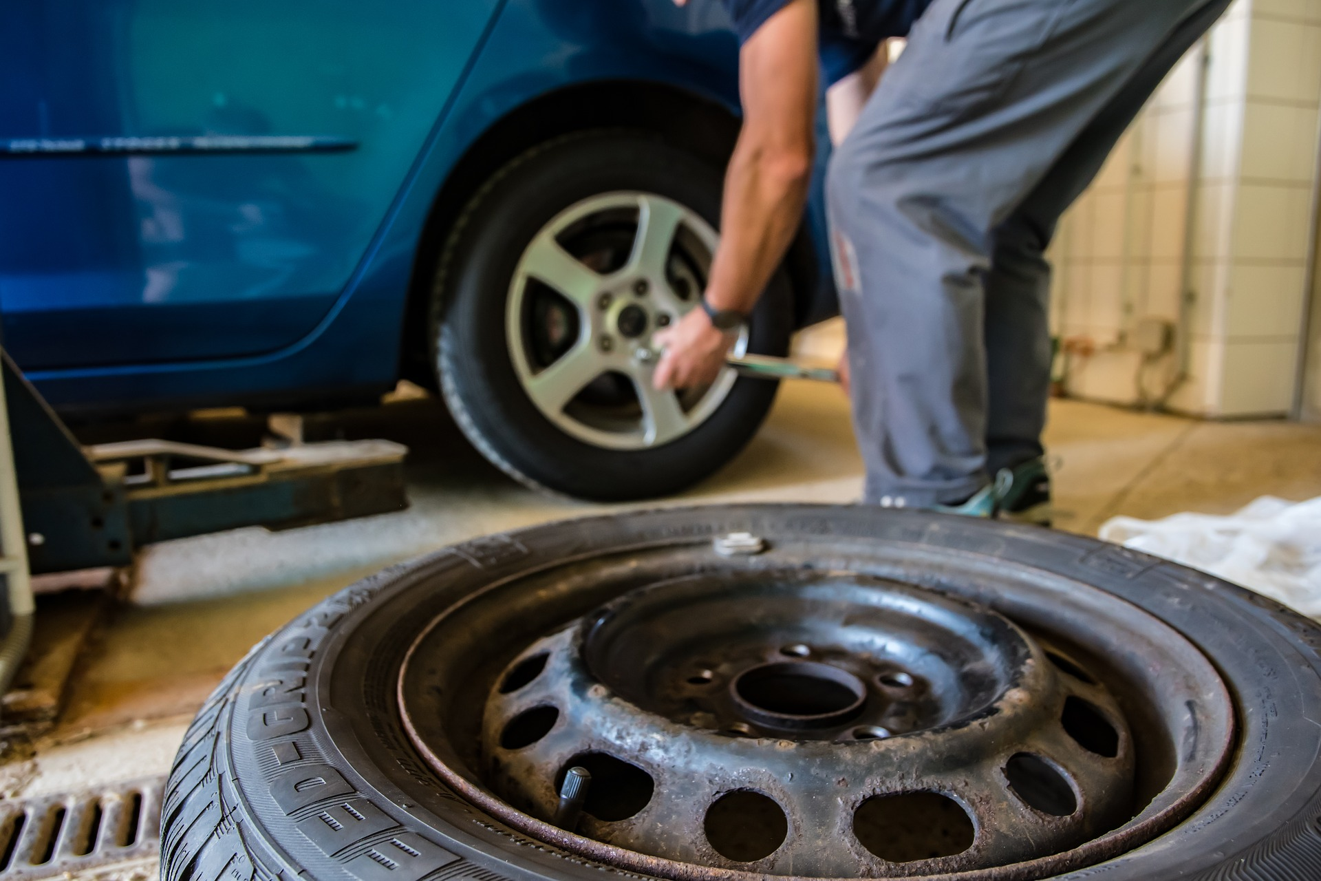 Contact All-MD Recovery and Towing to Change Your Tire
